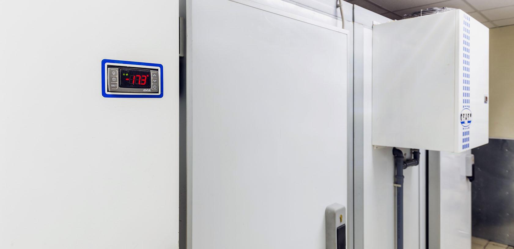 Холодильные камеры вход из подсобки